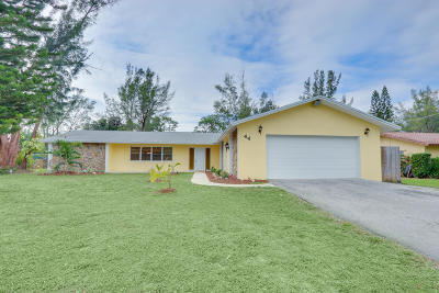Lake Worth Single Family Home For Sale: 44 Akron Road