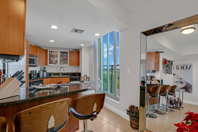 West Palm Beach Condo For Sale: 610 Clematis Street #612
