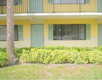 Boynton Beach Condo For Sale: 1515 Meadows Circle W #1515