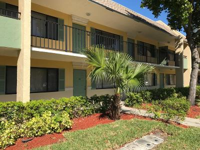 Boynton Beach Condo For Sale: 1505 Meadows Circle W