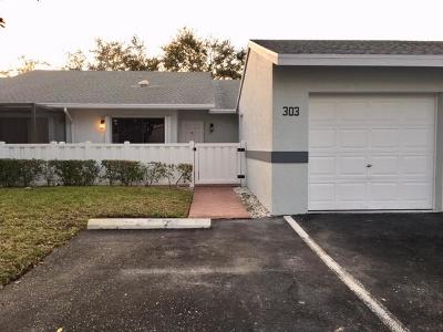 West Palm Beach Single Family Home For Sale: 2640 Gately Drive W #303