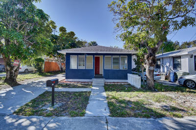 Martin County Single Family Home For Sale: 932 SE Bahama Avenue