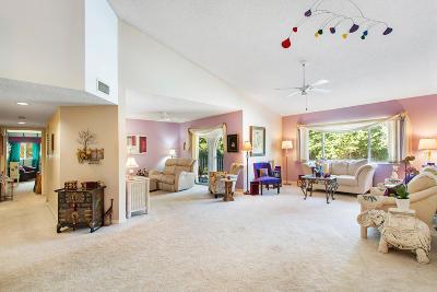 Delray Beach Condo For Sale: 13810 Oneida Drive #B2