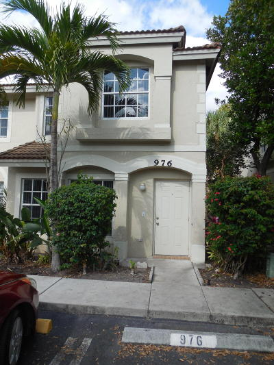 West Palm Beach Townhouse For Sale: 976 Summit Lake Drive