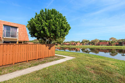 Boynton Beach FL Townhouse For Sale: $225,000