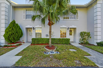 Greenacres Townhouse For Sale: 216 Foxtail Drive #F