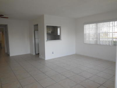 West Palm Beach Condo For Sale: 366 Camden P