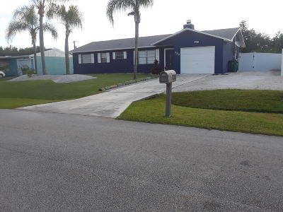 Port Saint Lucie Single Family Home For Sale: 733 SW Curry Street