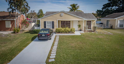 Boynton Beach Single Family Home For Sale: 9060 Woodlark Terrace