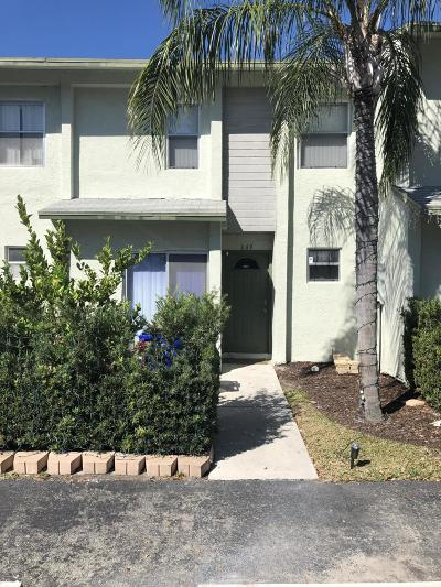 Broward County Townhouse For Sale: 849 Crystal Lake Drive