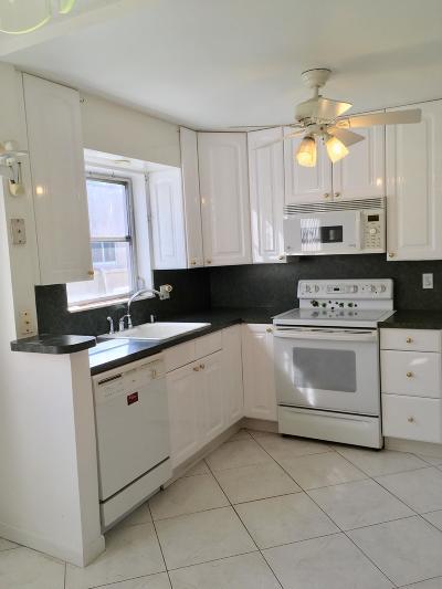 West Palm Beach Condo For Sale: 130 Stratford J #J