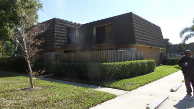 West Palm Beach Townhouse For Sale: 4718 47th Way #B