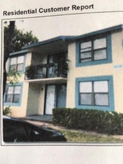 West Palm Beach Multi Family Home For Sale: 744 Executive Center Drive #22