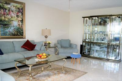 West Palm Beach Condo For Sale: 409 Greenbrier C
