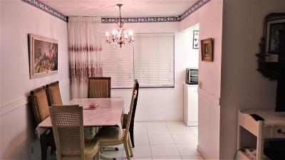 West Palm Beach Condo For Sale: 197 Chatham J