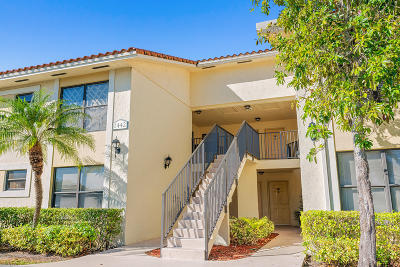 West Palm Beach Condo For Sale: 1442 Lake Crystal Drive #D