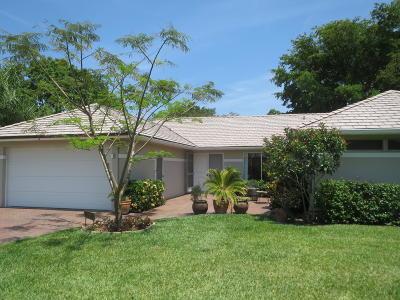 Boynton Beach Condo For Sale: 11585 Lake Drive #2 Garden