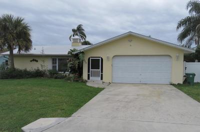 Port Saint Lucie Single Family Home For Sale: 172 NE Surfside Avenue