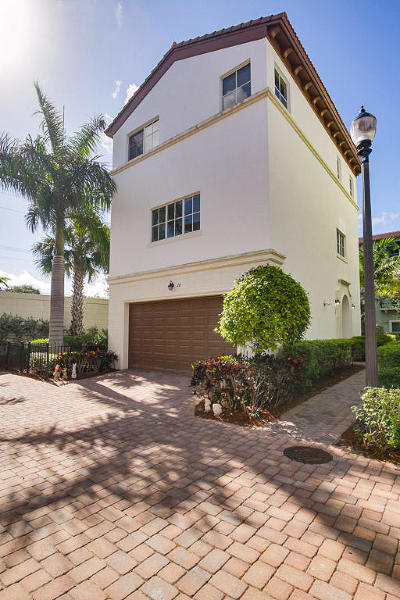 Boca Raton Single Family Home Contingent: 28 NW Hawthorne Place