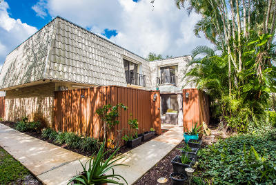 West Palm Beach Townhouse Sold: 1700 Embassy Drive #606