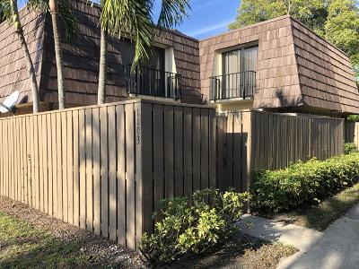 Palm Beach Gardens Townhouse Pending: 1103 11th Court