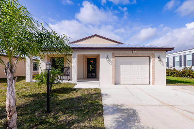 Port Saint Lucie Single Family Home For Sale: 5 Flamenco Way