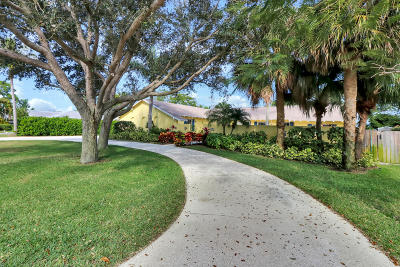Tequesta Single Family Home For Sale: 100 W Fairview