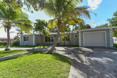 West Palm Beach Single Family Home For Sale: 800 Hillcrest Boulevard