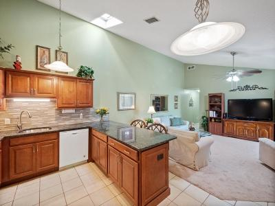 Palm Beach Gardens Townhouse For Sale: 5641 Golden Eagle Circle