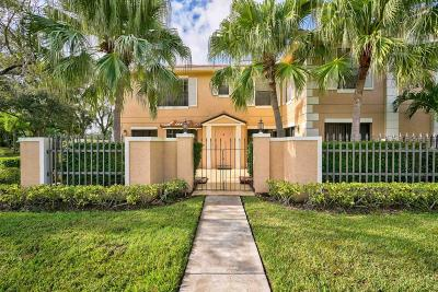Palm Beach Gardens Townhouse For Sale: 365 Prestwick Circle #2
