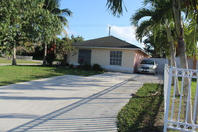 West Palm Beach Single Family Home For Sale: 4346 Saturn Avenue
