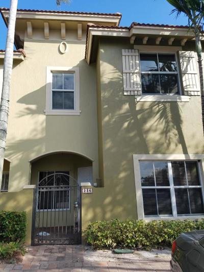 Boynton Beach Townhouse For Sale: 236 Lake Monterey Circle Circle