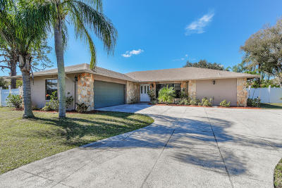Tequesta Single Family Home For Sale: 374 W Riverside Drive
