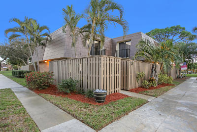 Palm Beach Gardens Townhouse For Sale: 811 8th Court