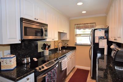 Lantana Single Family Home For Sale: 7359 W Oakridge Circle #13-D