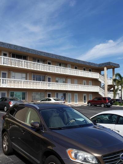 North Palm Beach Condo For Sale: 111 Doolen Court #301