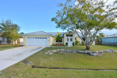 Port Saint Lucie Single Family Home For Sale: 1523 SE Appamattox Terrace