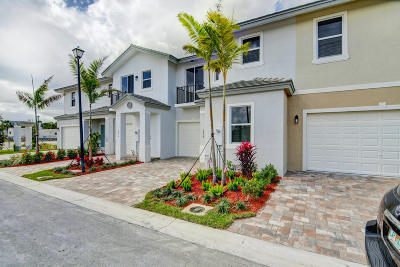 Coconut Creek Townhouse For Sale: 6952 Pines Circle