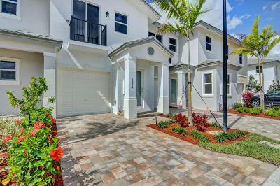 Coconut Creek Townhouse For Sale: 6954 Pines Circle