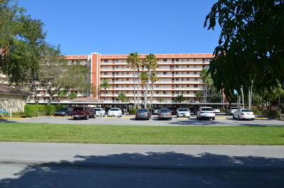 Delray Beach Condo For Sale: 7360 S Oriole Boulevard #606