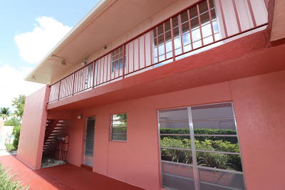 West Palm Beach Condo For Sale: 18 Golfs Edge #D