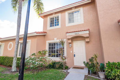 Boynton Beach Townhouse For Sale: 9825 Kamena Circle