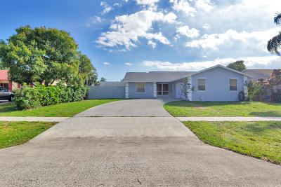 Lake Worth Single Family Home For Sale: 6242 Plains Drive