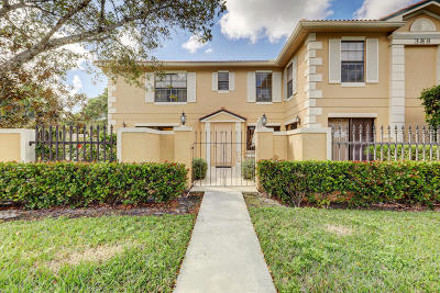 Palm Beach Gardens Townhouse For Sale: 388 Prestwick Circle #2