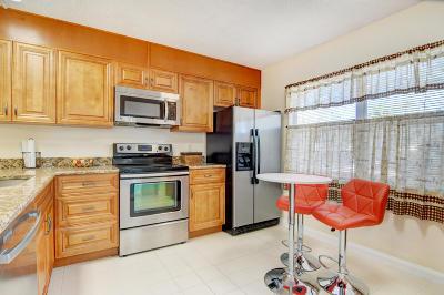 Boynton Beach Townhouse For Sale: 2803 Foxboro Court