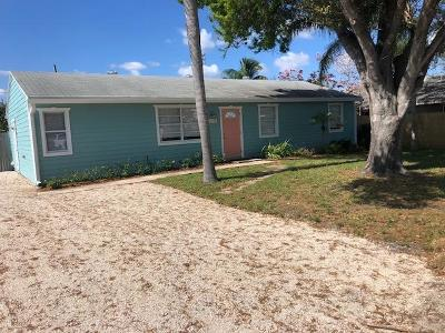 Hobe Sound Single Family Home For Sale: 8768 SE Linda Drive