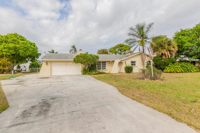 Hobe Sound Single Family Home Contingent: 12914 SE Papaya Street