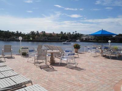 Boynton Beach Condo For Sale: 640 Snug Harbor Drive #F6