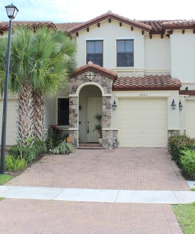 Coconut Creek Townhouse For Sale: 3962 Devenshire Drive