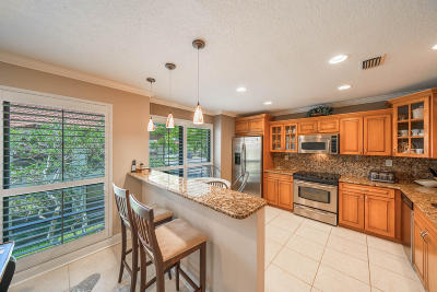 Palm Beach Gardens Condo Contingent: 489 Brackenwood Lane